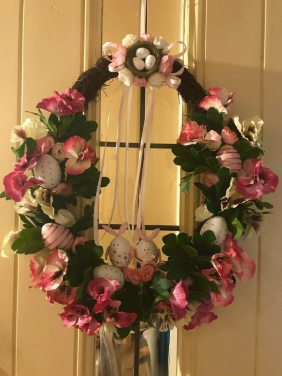 Natural-Wreath-with-Flowers-and-Eggs