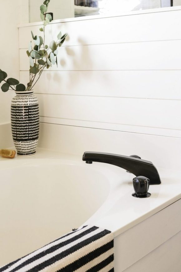 Remodeling-Projects-by-Painting-a-Faucet