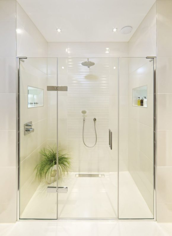 Simple-Remodelling-Projects-–-Putting-in-a-New-Shower-Head