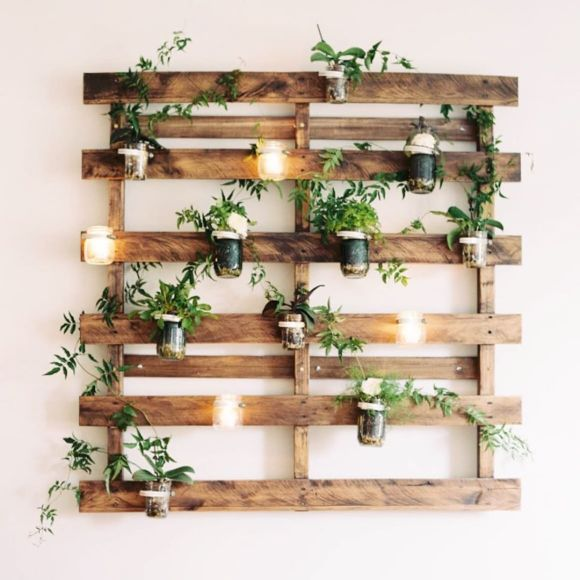 Outdoor Pallet Wall Decor