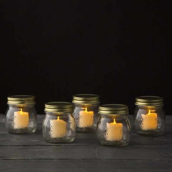 Simple Candle Decorations for Table