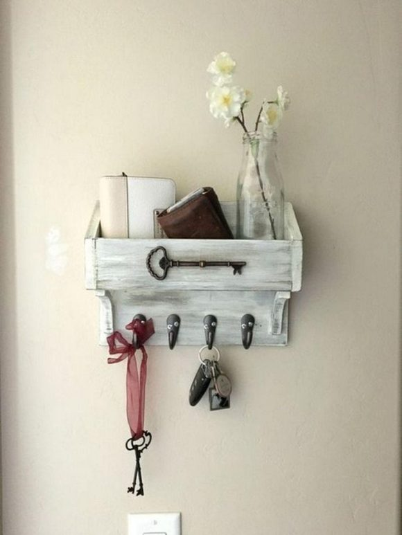 Farmhouse Keychain Holder with Wallet Keeper