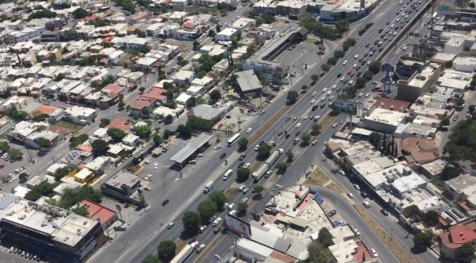 SE REGISTRAN LARGAS FILAS DE AUTOMÓVILES EN CARRETERA NACIONAL EN DIRECCIÓN NORTE A SUR