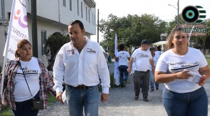 SE COMPROMETE RAPHAEL MARTÍNEZ A DARLE SOLUCIÓN A LOS SERVICIOS BÁSICOS DE LA COL. LOS FIERROS.