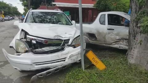 CONDUCTOR CIRCULA EN SENTIDO CONTRARIO Y PROVOCA ACCIDENTE, NO HAY LESIONADOS.