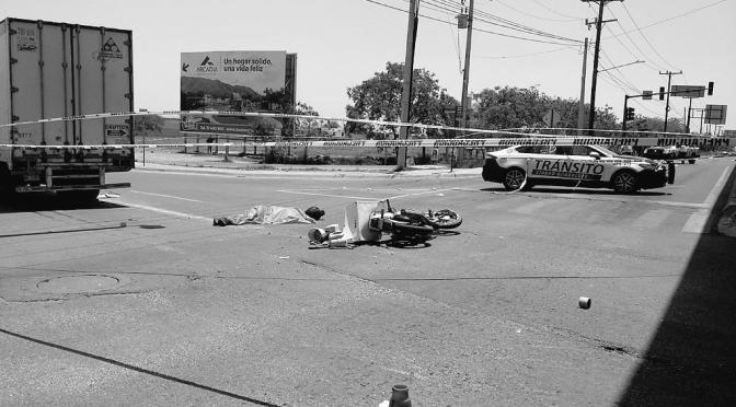 PIERDE LA VIDA MOTOCICLISTA EN ACCIDENTE VIAL CON UN VEHÍCULO DE CARGA, CRUCE ELOY CAVAZOS E ISRAEL CAVAZOS EN GUADALUPE N.L.