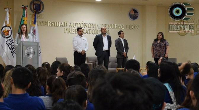 REALIZAN ENTREGA SIMBÓLICA DE BECAS AL 100 EN LA PREPARATORIA NUMERO 20, SANTIAGO, N.L