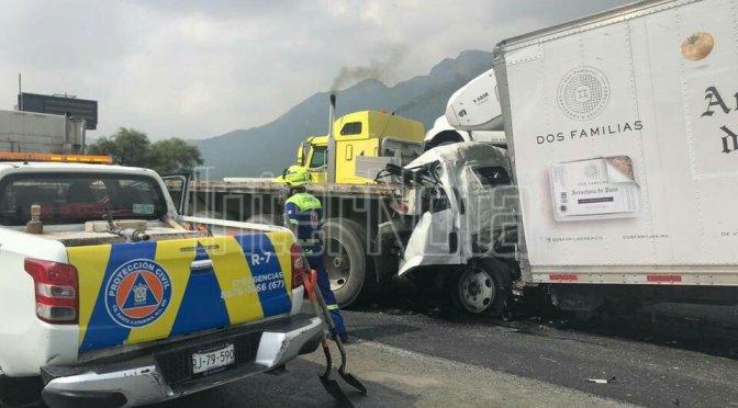 MUERE REPARTIDOR DE CARNE TRAS ESTRELLARSE EN LA PLATAFORMA DE UN TRACTO CAMIÓN.