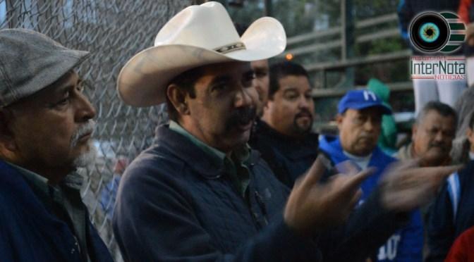 ALCALDE ERNESTO QUINTANILLA ACUDIÓ AL PARQUE ELÍAS PEQUEÑAS JUNTO CON EL DIRECTOR DE DEPORTES JOSÉ GUADALUPE GONZALES EN DONDE ESCUCHARON PETICIONES DE PADRES DE FAMILIA EN REPRESENTACIÓN DE SUS HIJOS YA QUE LOS MENORES SON LO QUE REALIZAN DEPORTE EN ESA ZONA EN CADEREYTA NUEVO LEÓN.