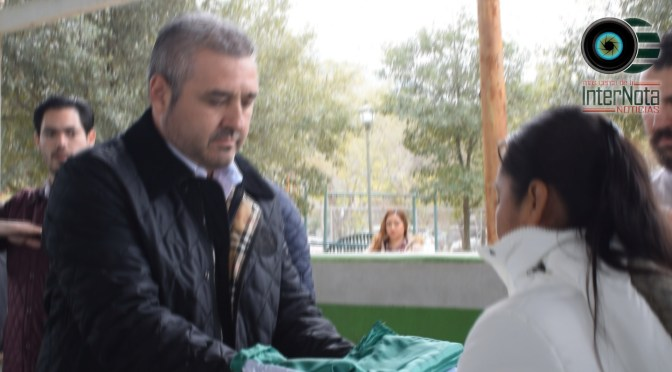 ENTREGAN BANDERA Y RECONOCIMIENTO DE HONOR A FAMILIARES DE POLICÍA QUE FALLECE EN ACCIDENTE VIAL.