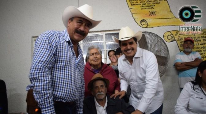 DIPUTADO FEDERAL JUAN ESPINOZA ENTREGA APOYOS A C.N.C DE LINARES NUEVO LEÓN.