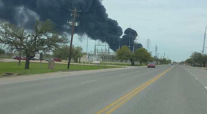 CONTINUA INCENDIO EN LA PLANTA DE DEER PARK.TX