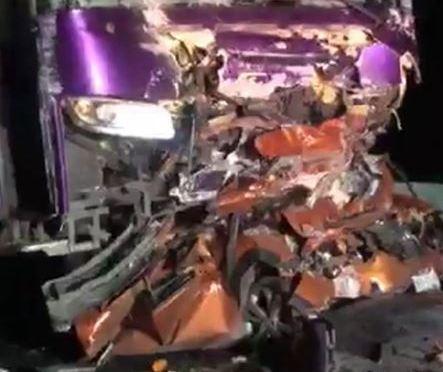 FUERTE ACCIDENTE VIAL DEJA COMO RESULTADO A SEIS PERSONAS SIN VIDA