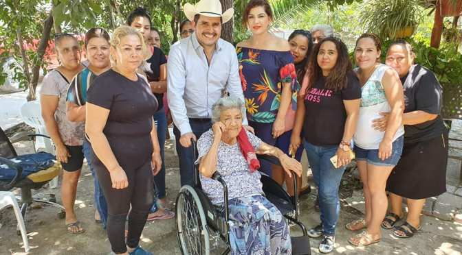 DIPUTADO FEDERAL JUAN ESPINOZA EGUIA ENTRA SILLA DE RUEDAS