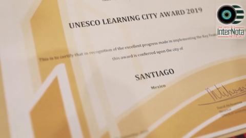 GALARDONAN AL MUNICIPIO DE SANTIAGO, COMO UNA DE LAS 10 CIUDADES DEL MUNDO CON MEJORES PRÁCTICAS EN EL APRENDIZAJE POR LA UNESCO.