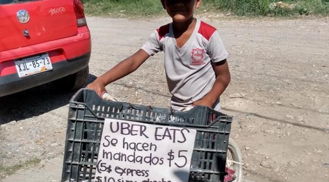NIÑO HACE MANDADOS POR $5 PESOS A VECINOS PESE A LA CONTINGENCIA Y SE HACE VIRAL.