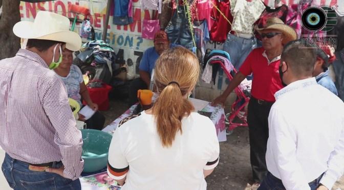 REALIZAN ENTREGAN DE GEL ANTIBACTERIAL Y CUBRE BOCAS EN MERCADO RODANTE DEL MUNICIPIO DE CADEREYTA.