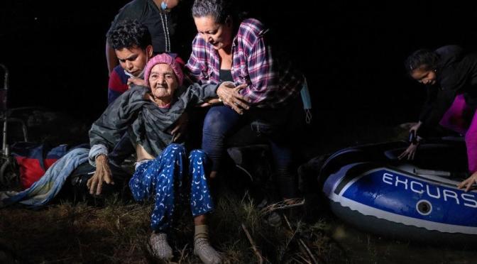 #EnLoViralABUELITA CRUZA LA FRONTERA A SUS 93 AÑOS DE EDAD.