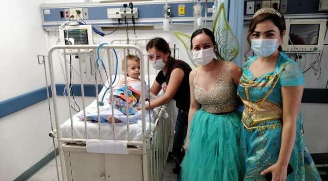 MÉDICOS SORPRENDEN A NIÑOS PACIENTES DEL HOSPITAL INFANTIL.