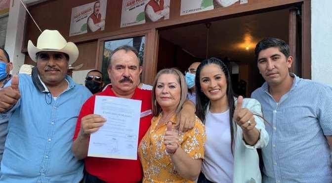 EN GALEANA, ALEJO PEDROZA RECIBIÓ SU CONSTANCIA QUE LO ACREDITA COMO EL ALCALDE ELECTO 2021-2024