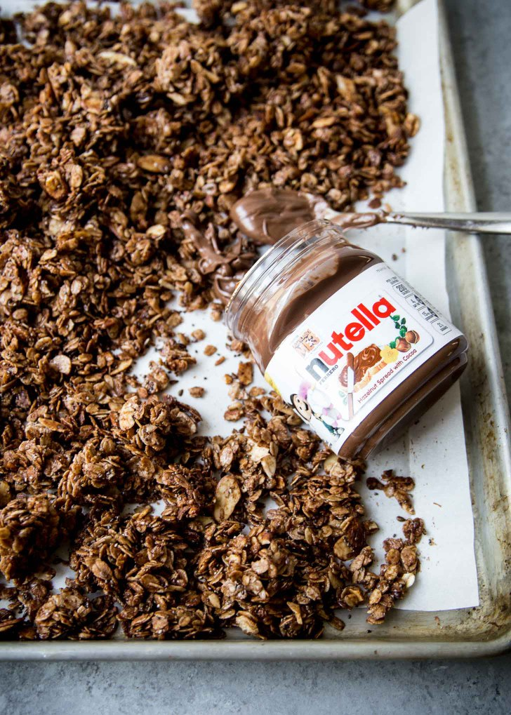 Here's what to eat with Nutella in your dining hall at your school!