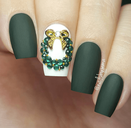 12 Holiday Nail Designs That Are Festive AF