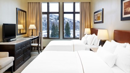 wes1958gr-158046-Westin-Riverfront-Beaver-Creek-Traditional-Guest-Room