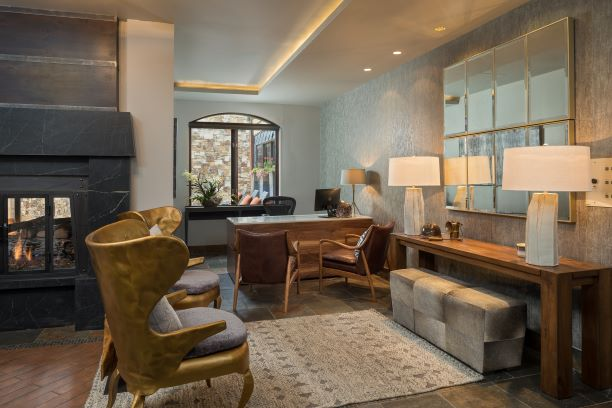 Lumiere-Hotel-Lobby