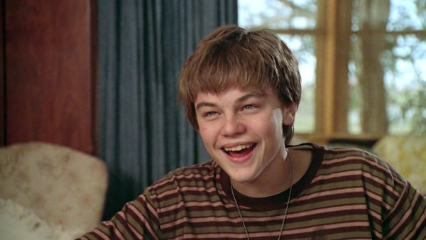 Leonardo DiCaprio como o jovem Arnie