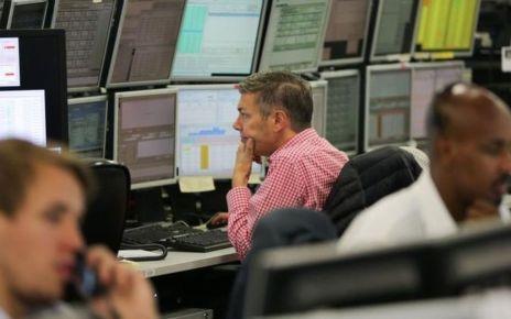 90137084 e8kfq8gw - FTSE 100 closes at another record high