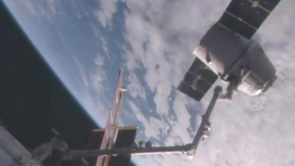 95229567 p04xcdv0 - SpaceX Dragon capsule returns to Earth
