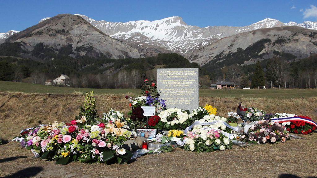 95309185 p04xxtzt - Germanwings pilot 'wasn't depressed'