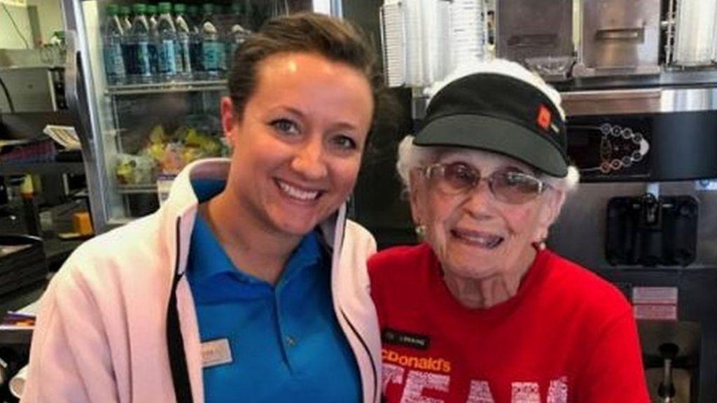 95341601 capturasdfasfasdfe - McDonald's worker, 94, says she will never leave