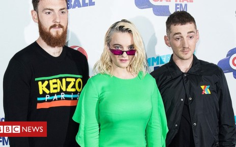 102092563 cleanbandit976 - Selfie mistakes: Sorry, but that is not a celebrity