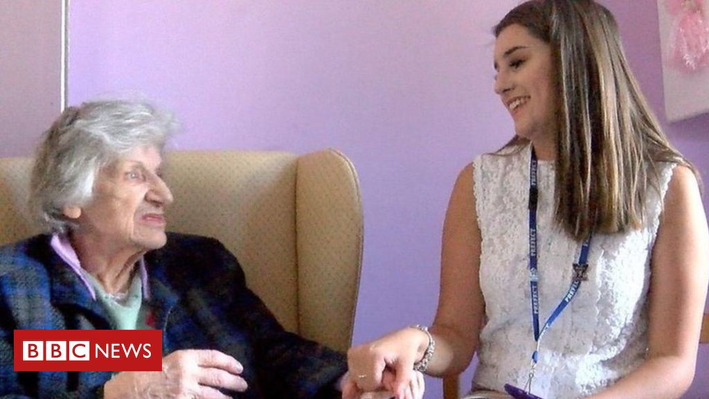 102126590 p06bmbmv - Teenage volunteers make dementia residents 'feel alive'