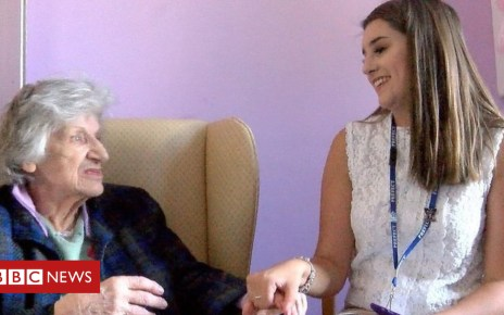 102126590 p06bmbmv - Teenage volunteers make dementia residents 'feel alive'