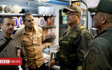 102143502 d4dce548 0dec 4c8b 9a43 905b4941755b - Venezuela deploys soldiers to markets to check prices