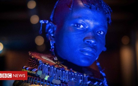 102147320 bluewoman - Africa's week in pictures: 15-21 June 2018