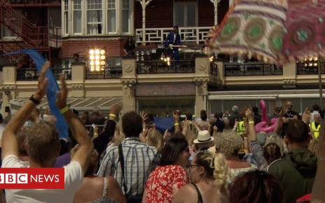 102234852 p06c7v6s - Danny Boyle film brings 6,000 extras to Gorleston beach