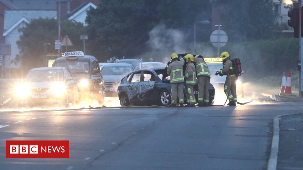 102489459 hi048092071 - Northern Ireland disorder sees cars hijacked and torched