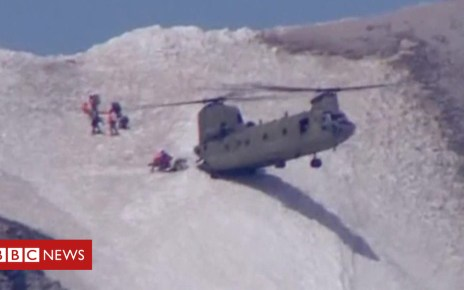 102530420 p06dsww6 - Chinook helicopter crew rescues climber in Oregon