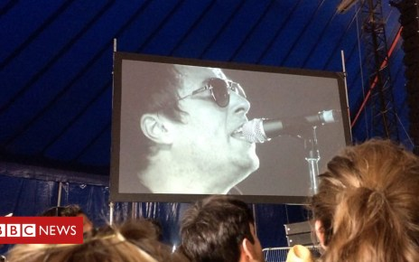 102534239 p06dt2rd - Liam Gallagher in Latitude surprise performance