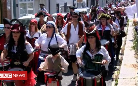 102535620 p06dtxmr - Thousands of pirates take to the streets of Hastings