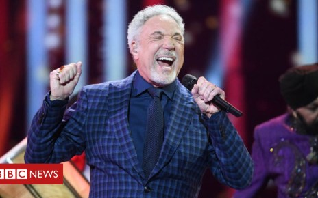 102606823 gettyimages 949693140 - Sir Tom Jones says sorry to fans for six missed shows