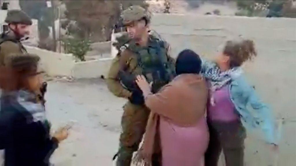 p05wq8zx - Ahed Tamimi: Israel frees Palestinian viral slap video teen