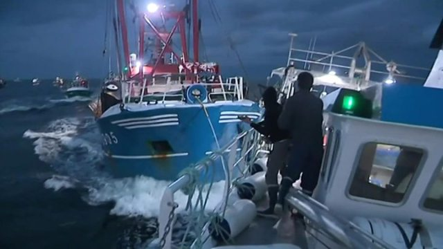 Scallop war French and British boats clash in Channel - UK and France fail to agree scallop fishing deal