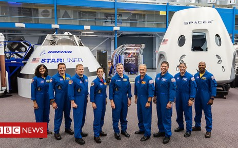 102820840 048476563 - Nasa names astronauts for first commercial flights