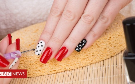 102896806 gettyimages 538053306 - Gel and acrylic nails allergy warning