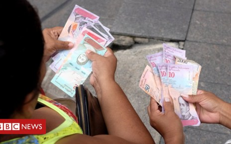 103114184 048778166 - Venezuela 'paralysed' by launch of sovereign bolivar currency