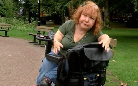 p06jqxfr - Tanyalee Davis: Part of comic's scooter missing after Stansted flight